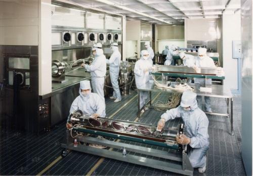 光学部品の洗浄の様子
